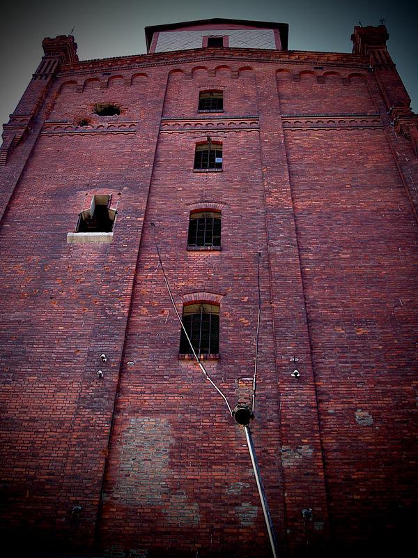 Spomenik industriji  Foto: [url=http://www.domagojs.deviantart.com/]Domagoj Sajter[/url]  Ključne riječi: spomenik industrija