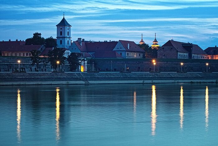 Old town by the river  Foto: [b]Vladimir Živković[/b] [email]oriontrail@gmail.com[/email]    Ključne riječi: old-town tvrdja drava