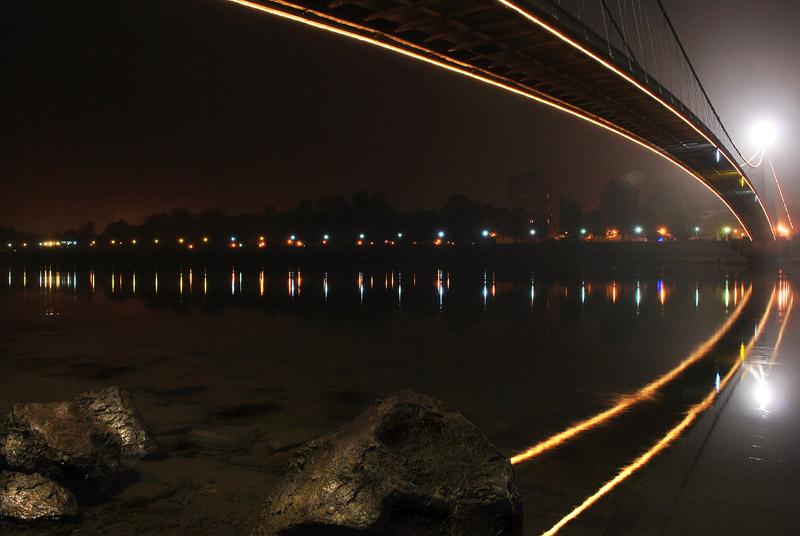 Most u noći  Foto: [b]Alen Večanin[/b]  Ključne riječi: most pjesacki-most