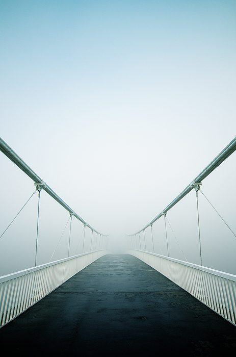 Bridge to somewhere  Foto: [b]Vladimir Živković[/b] [email]oriontrail@gmail.com[/email]    Ključne riječi: most pjesacki-most