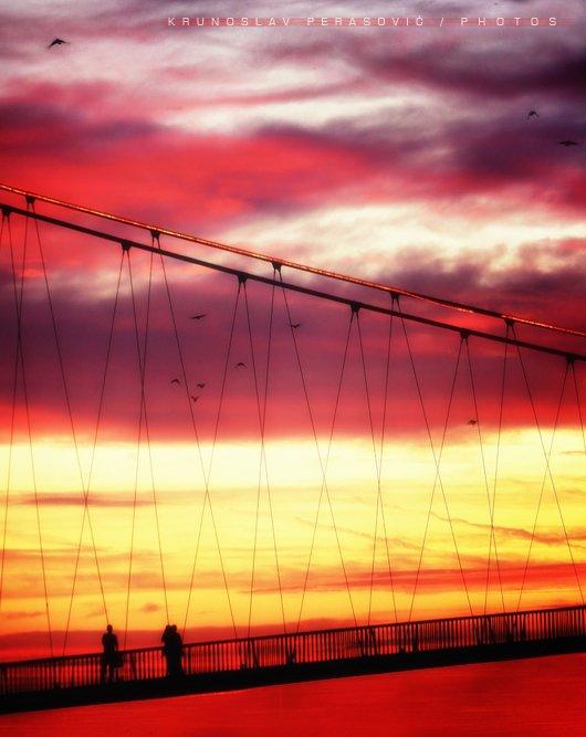 Šetnja u suton  Foto: [b]Krunoslav Perasović[/b]  Ključne riječi: suton most zalazak setnja