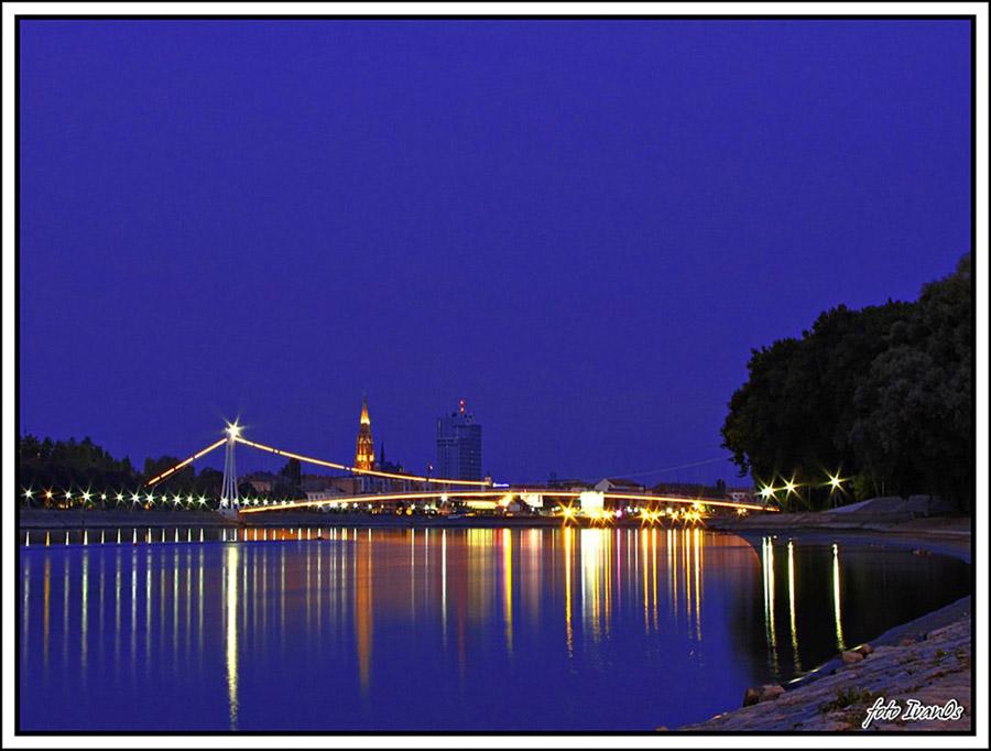 Osijek u svitanje  Foto: [b]Ivan Babić[/b]  Ključne riječi: svitanje