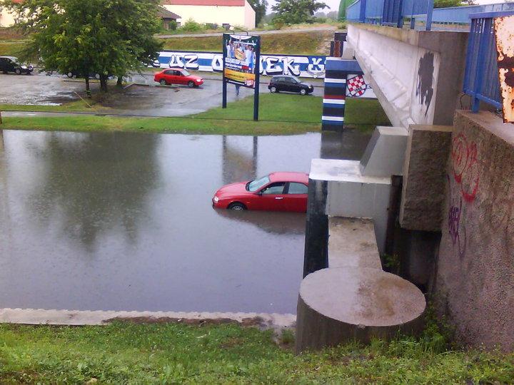 Poplava  Poplava uzrokovana kišom  Foto: [b]Marko Vidaković[/b]  Ključne riječi: poplava kisa