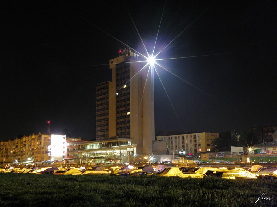 Osijek noću  Foto: [b]Vladimir Harhaj[/b]  Ključne riječi: osijek-nocu