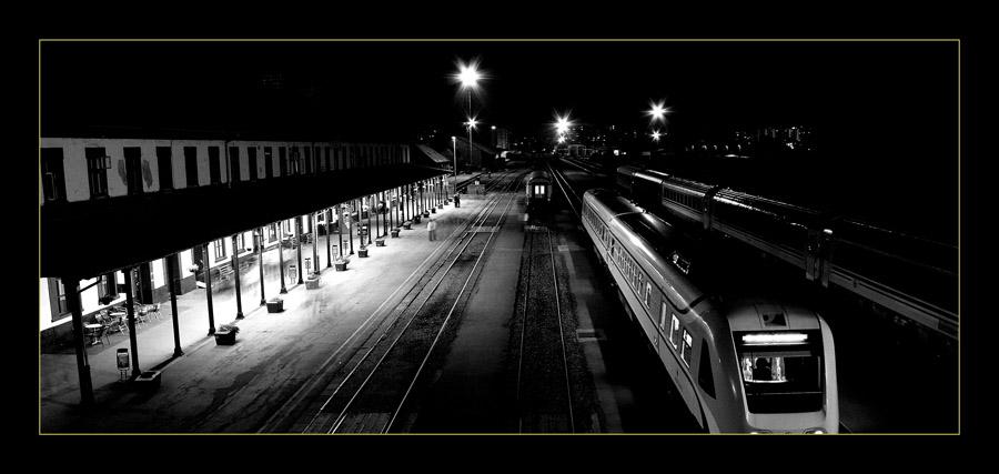 Kolodvor  foto: [b]Vedran Marjanović[/b]  Ključne riječi: noc kolodvor