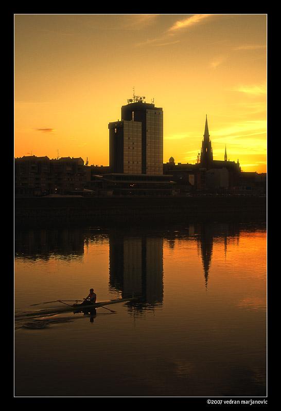031  foto: [b]Vedran Marjanović[/b]  Ključne riječi: drava zalazak veslac