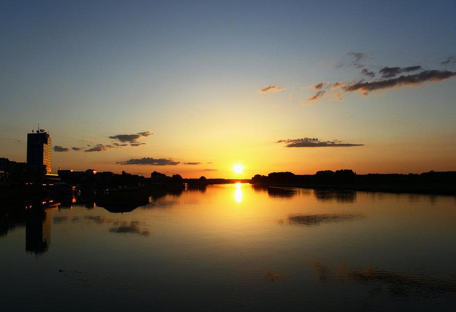 Večernjak  foto: [b]Matej Snopek[/b]  Ključne riječi: zalazak sunce drava nebo