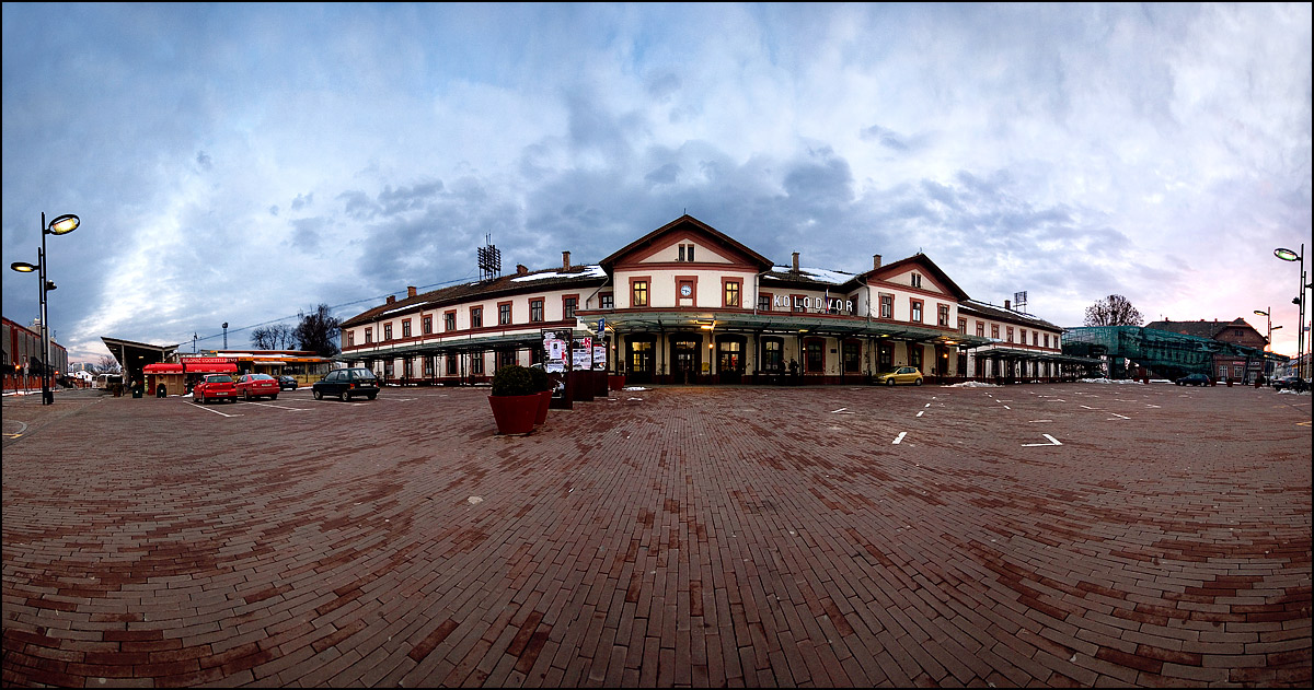 Kolodvor  foto: [b]Samir Kurtagić[/b]  Ključne riječi: kolodvor panorama oblaci tmurno
