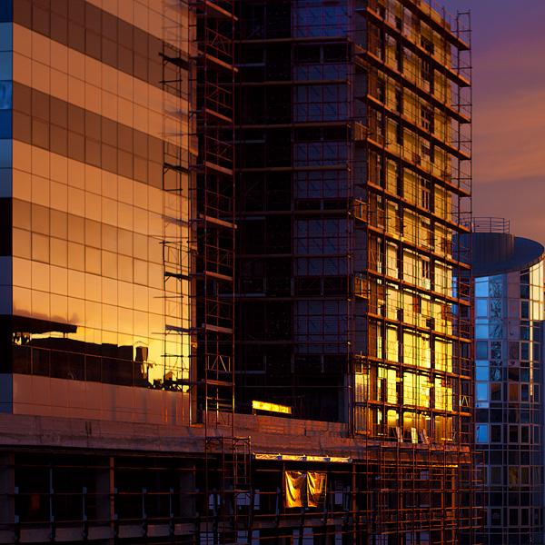 Colors of reflection  Foto: [url=http://www.artz.tk]Vladimir Živković[/url]  Ključne riječi: refleksija zalazak boje zgrade