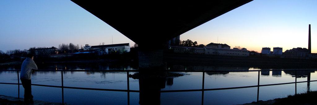 Promatranje  Foto: [b]Aleksandar Sarkanjac[/b]  Ključne riječi: siluete most drava