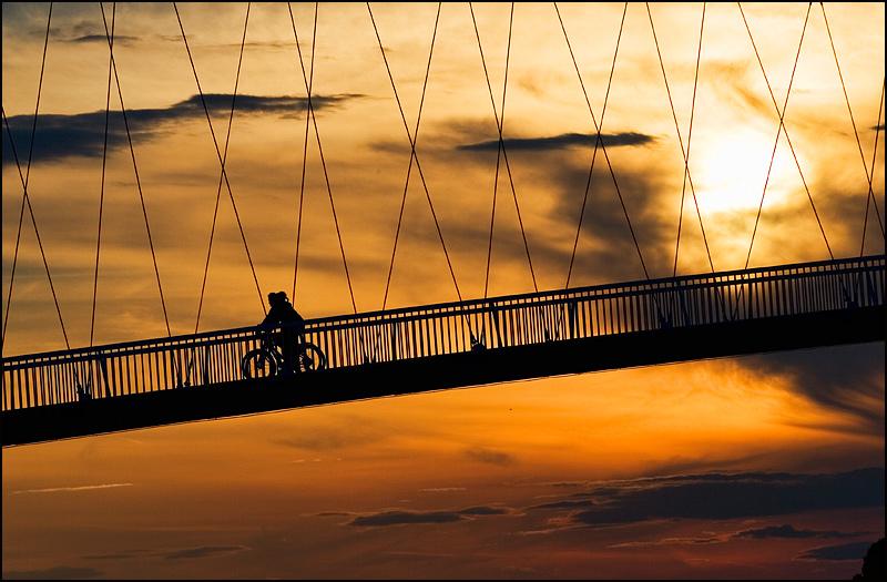 Zalazak i most  Foto: [b]Samir Kurtagić[/b]  Ključne riječi: zalazak most nebo siluete