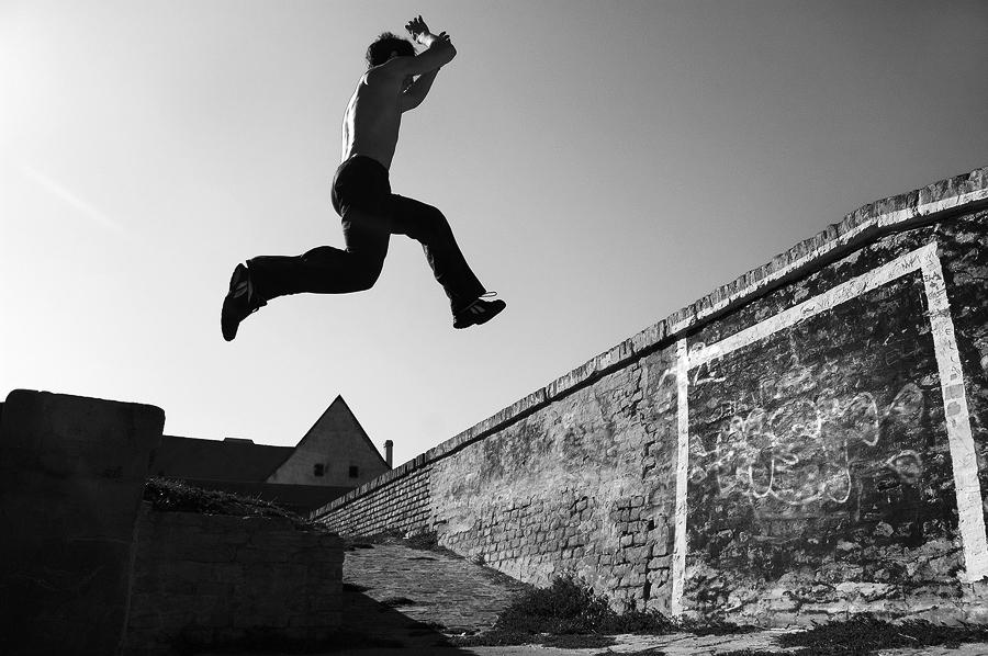 Skok  Foto: [b]Matej Snopek[/b]  Ključne riječi: skok tvrda parkour