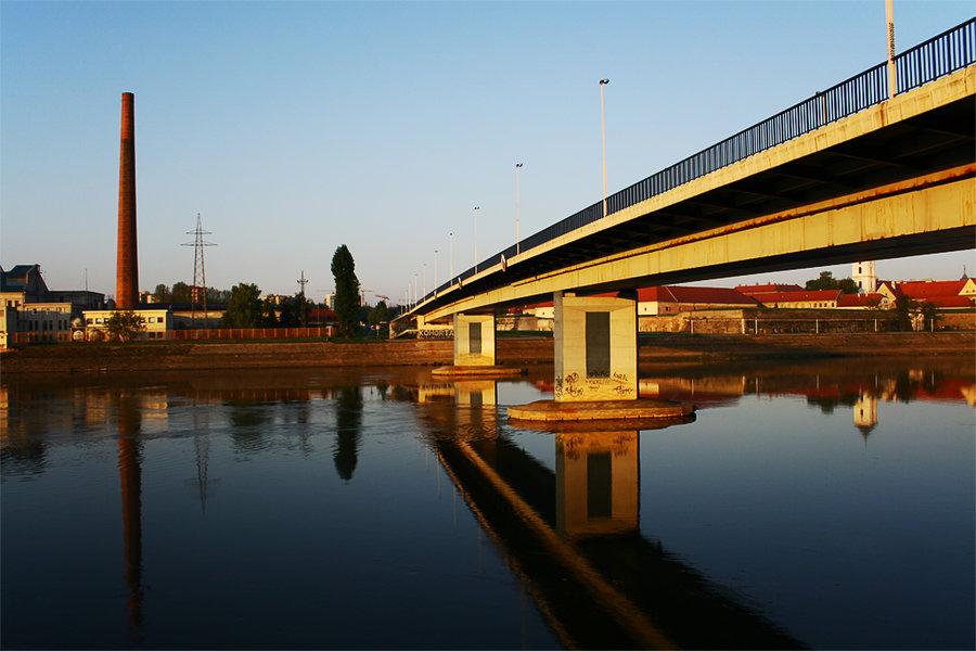 Moj Osijek  foto: [b]Matej Snopek[/b]  Ključne riječi: drava most refleksija zalazak
