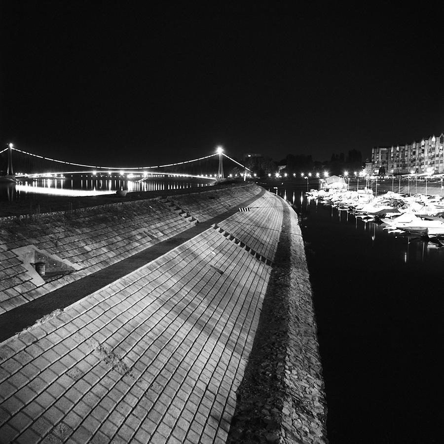 Zimska luka  Foto: [b]Vladimir Zivkovic[/b]  Ključne riječi: zimska luka noc