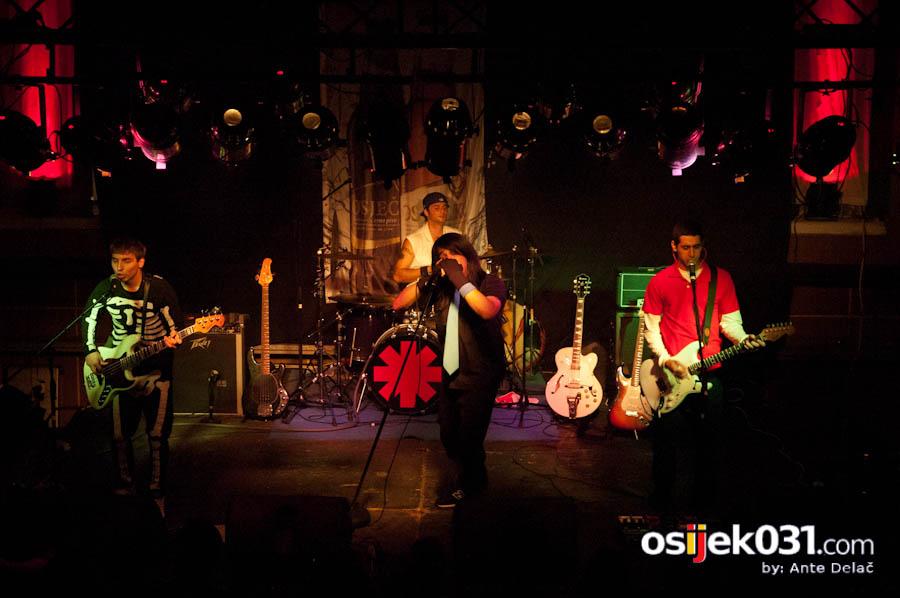 Red Hot Chili Peppers - World tribute band   [url=http://www.osijek031.com/osijek.php?najava_id=27856/]Najava: Red Hot Chili Peppers - World tribute band [/url]  Foto: [b]Ante Delač[/b]  Ključne riječi: red hot chili peppers tribute rhcp slavija