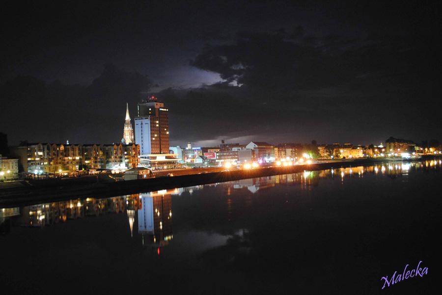 Noćna  Foto: [b]Malecka[/b]  Ključne riječi: noc zimska luka hotel