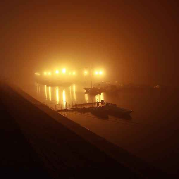 Maglovita luka  Foto: [b]Vladimir Živković[/b]  Ključne riječi: magla zimska luka noc