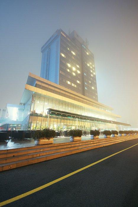 Hotel Osijek  Foto: [url=http://www.artz.tk]Vladimir Živković[/url]    Ključne riječi: hotel osijek magla