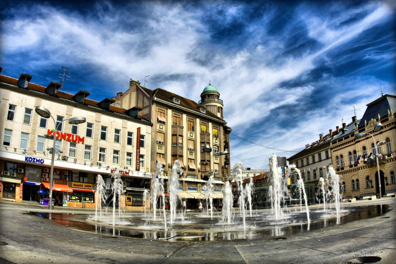 Redolence  Foto: [b]Mario Bekeš[/b]  Ključne riječi: fontana trg nebo