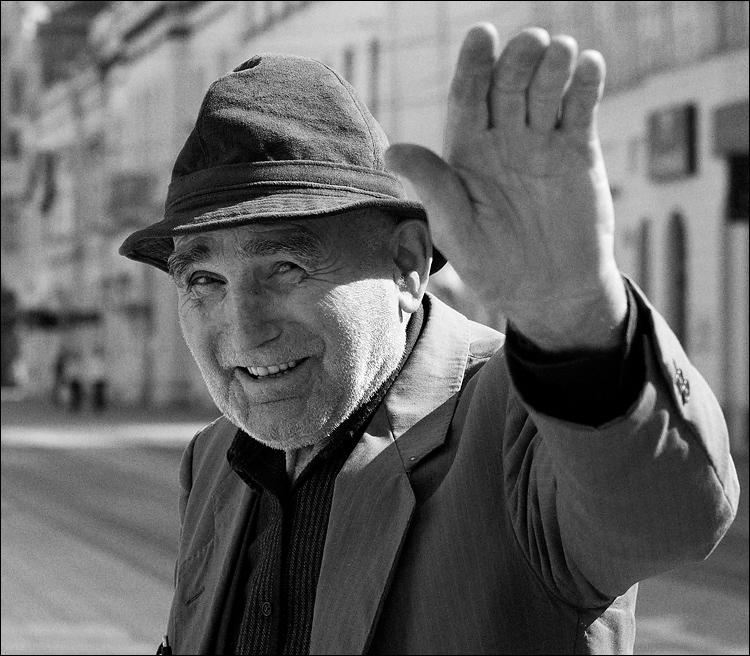 Zdra'o  Foto: [b]Kruno Debenc[/b]  Ključne riječi: portret ulica