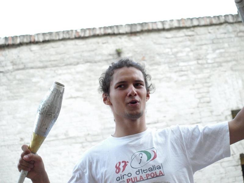 Žongler Matej  Zemlja bez granica, Kao oblak 2008.   Ključne riječi: osijek