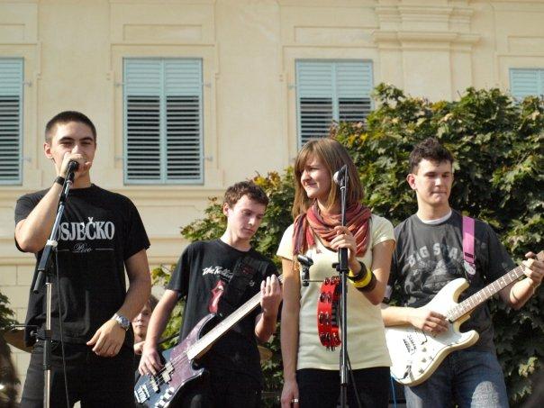 Brija poslije svirke, 10.10. 2008.  Osijek, Tvrđa  Ključne riječi: jesen u tvrđi, ikg, bend