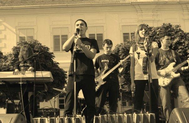 Brija poslije svirke, 10.10. 2008.  Osijek, tvđa  Ključne riječi: jesen u tvrđi, ikg, bend