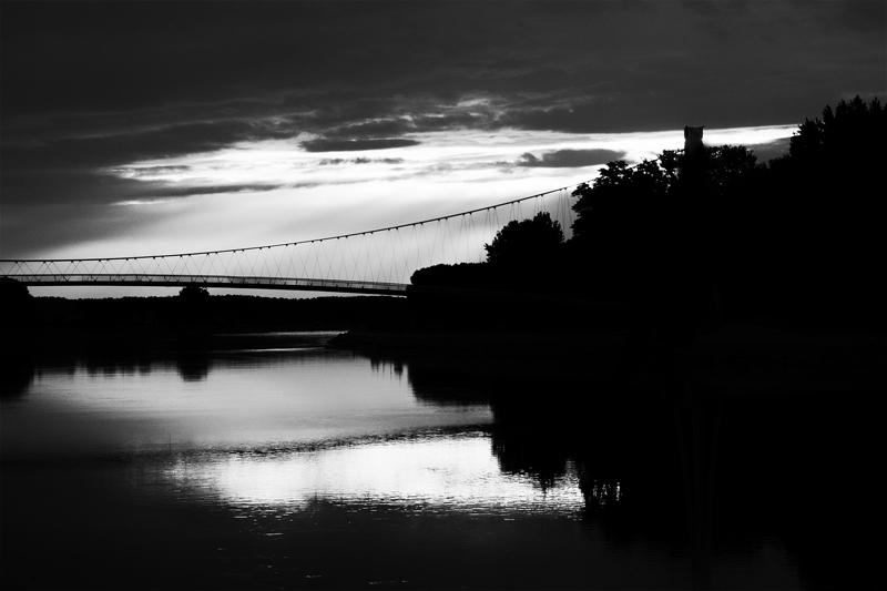 Alternate view  Foto: [b]Sebastijan Dumančić [/b]  Ključne riječi: drava most osijek crno bijelo kontrast zalazak