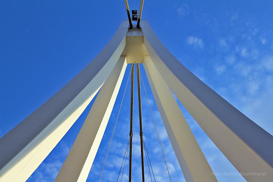 Most u nebu  Foto: Dalibor Bauernfrajnd  Ključne riječi: most drava nebo oblaci plavo
