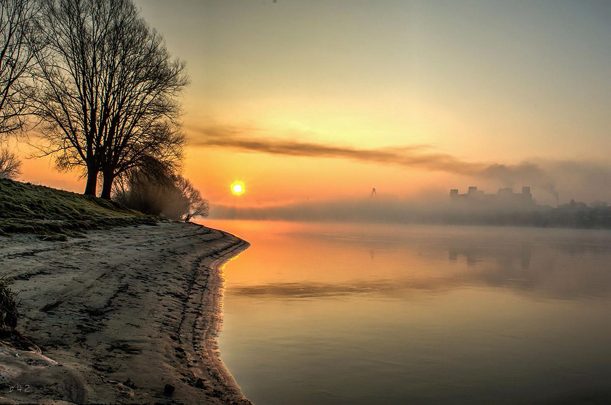 Magloviti izlazak  Foto: Vedran Ristić  Ključne riječi: Magla Sunce Drava Grad