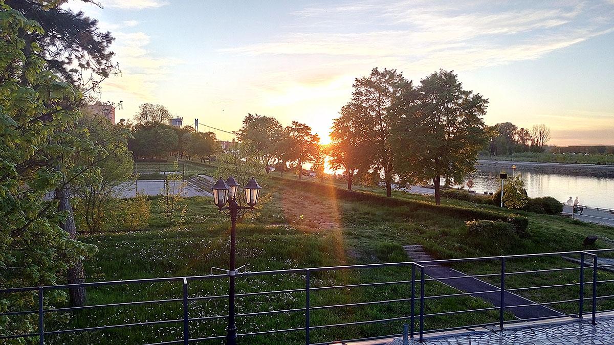 Pogleda s terase  Foto: Ivona Balić  Ključne riječi: Zalazak Terasa Pogled