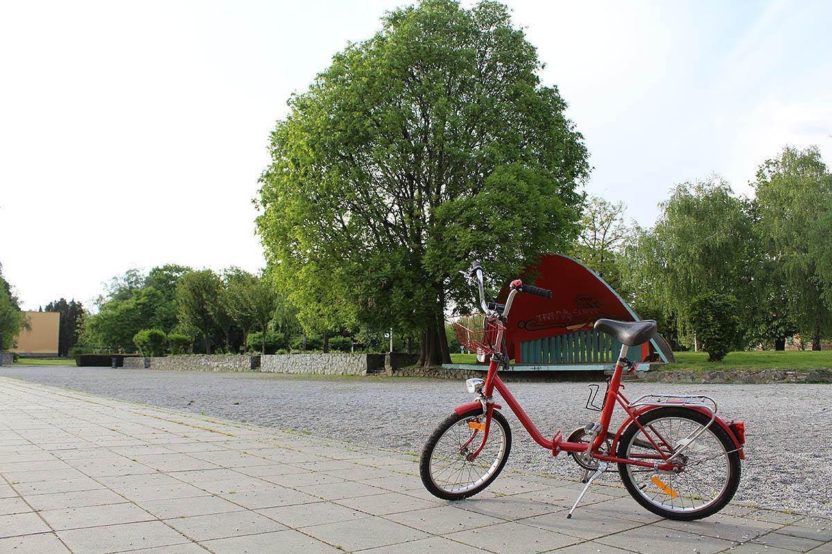 Vrijeme je za bicikliranje!  Foto: Tihana Rončević  Ključne riječi: Bicikl Zelenilo Grad Staza
