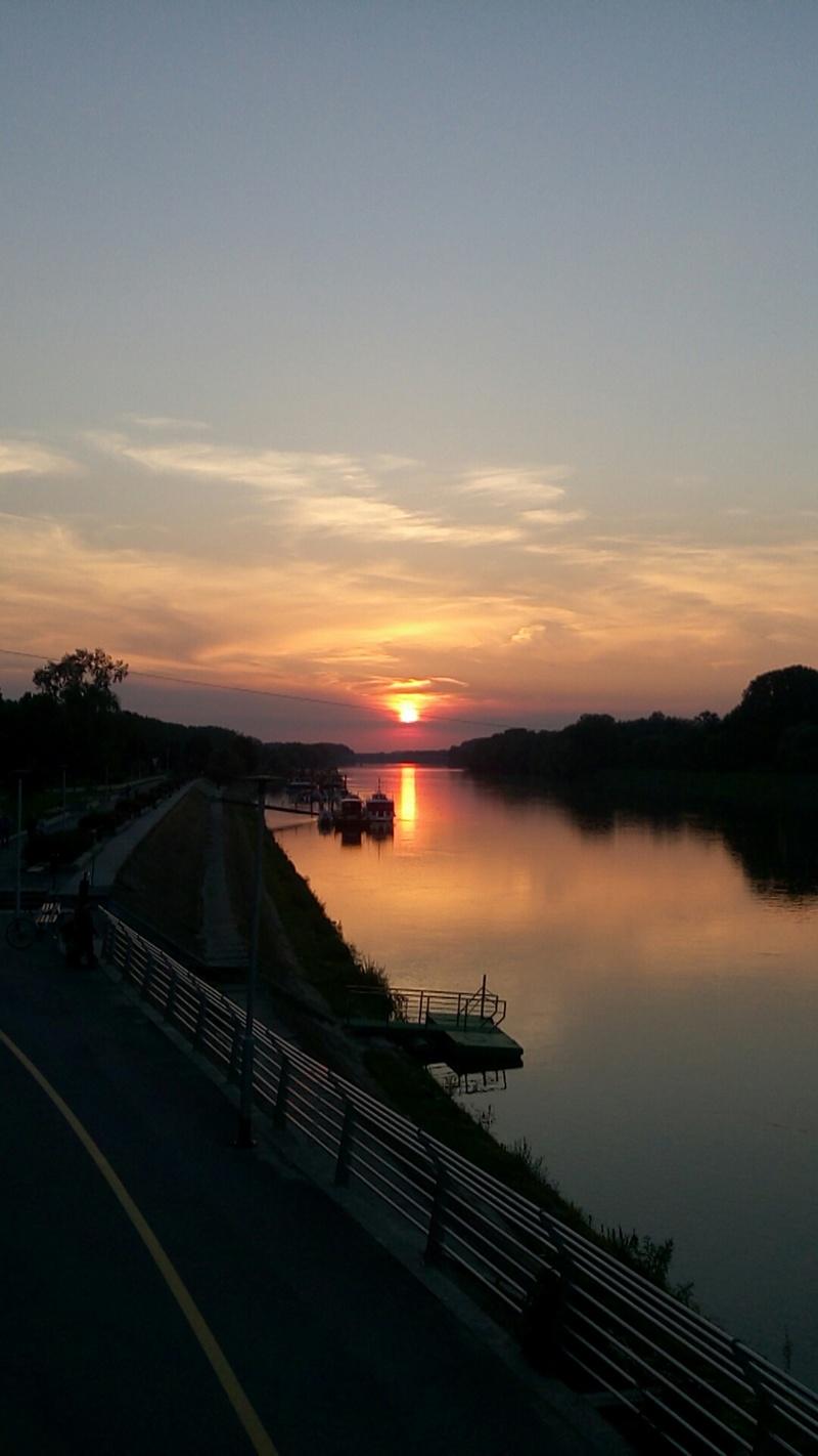 Osječki zalazak  Foto: Krešimir Moržan  Ključne riječi: Drava Zalazak Sunce Noc
