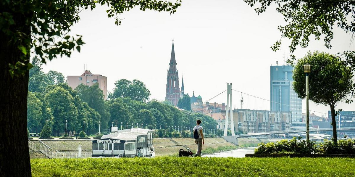 U šetnji..  Foto: Gabrijel Skrenković  Ključne riječi: Hotel Most Priroda Setnja Zivotinje Ljudi