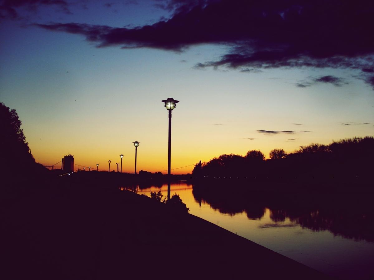 Grad tone u san  Foto: Marija Vojković  Ključne riječi: Noc Grad Priroda
