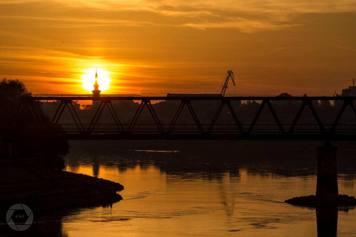 Prema Donjem grad  Foto: Vedran Ristić  Ključne riječi: Drava Most Zalazak