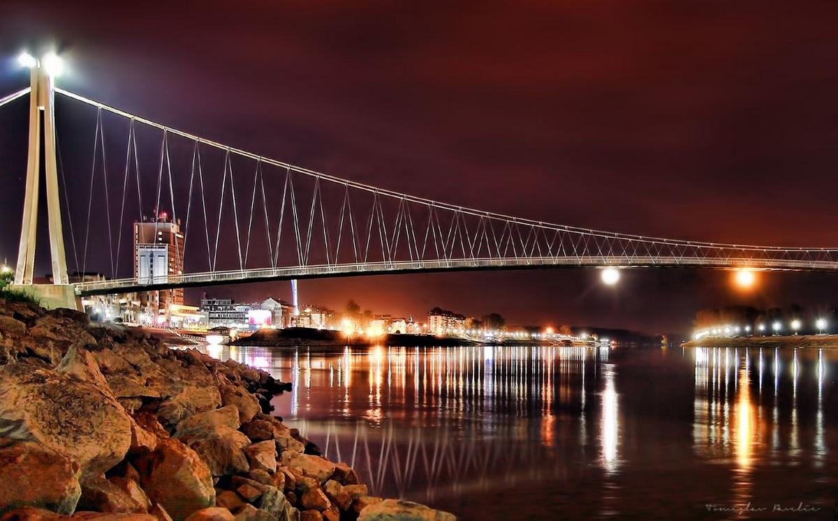 Most je u planu  Foto: Tomislav Pavelić  Ključne riječi: Most Noc Drava Priroda