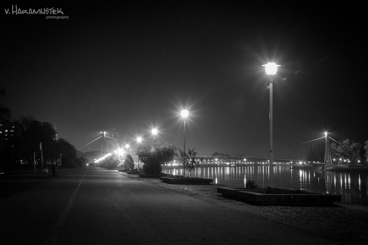 Promenada noću  Foto: Vatroslav Haramustek  Ključne riječi: Noc Promenada Grad