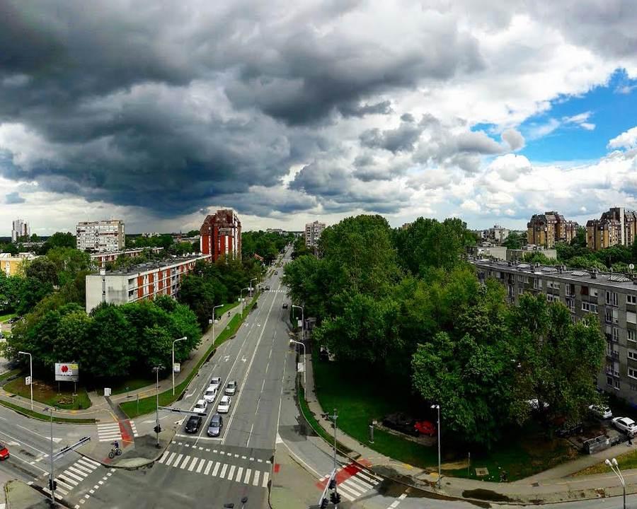 Pred oluju  Foto: Nikolina Smoljko  Ključne riječi: Oluja Oblaci Kisa Grad