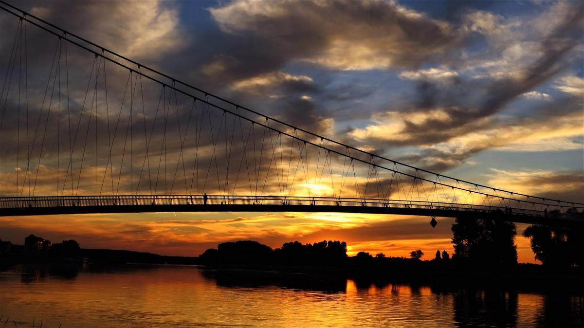 Šarenilo na nebu  Foto: Marina Đurić  Ključne riječi: Nebo Drava Most Sarenilo