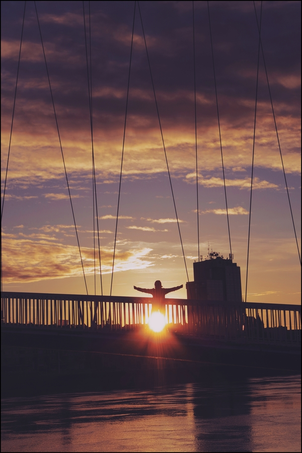 Na mostu  Foto: Katarina Arlavi  Ključne riječi: Most Oblaci Priroda