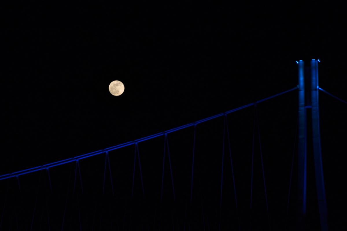 Pun mjesec  Foto: Branimir Gavrilović  Ključne riječi: Mjesec Most Drava Priroda Noc