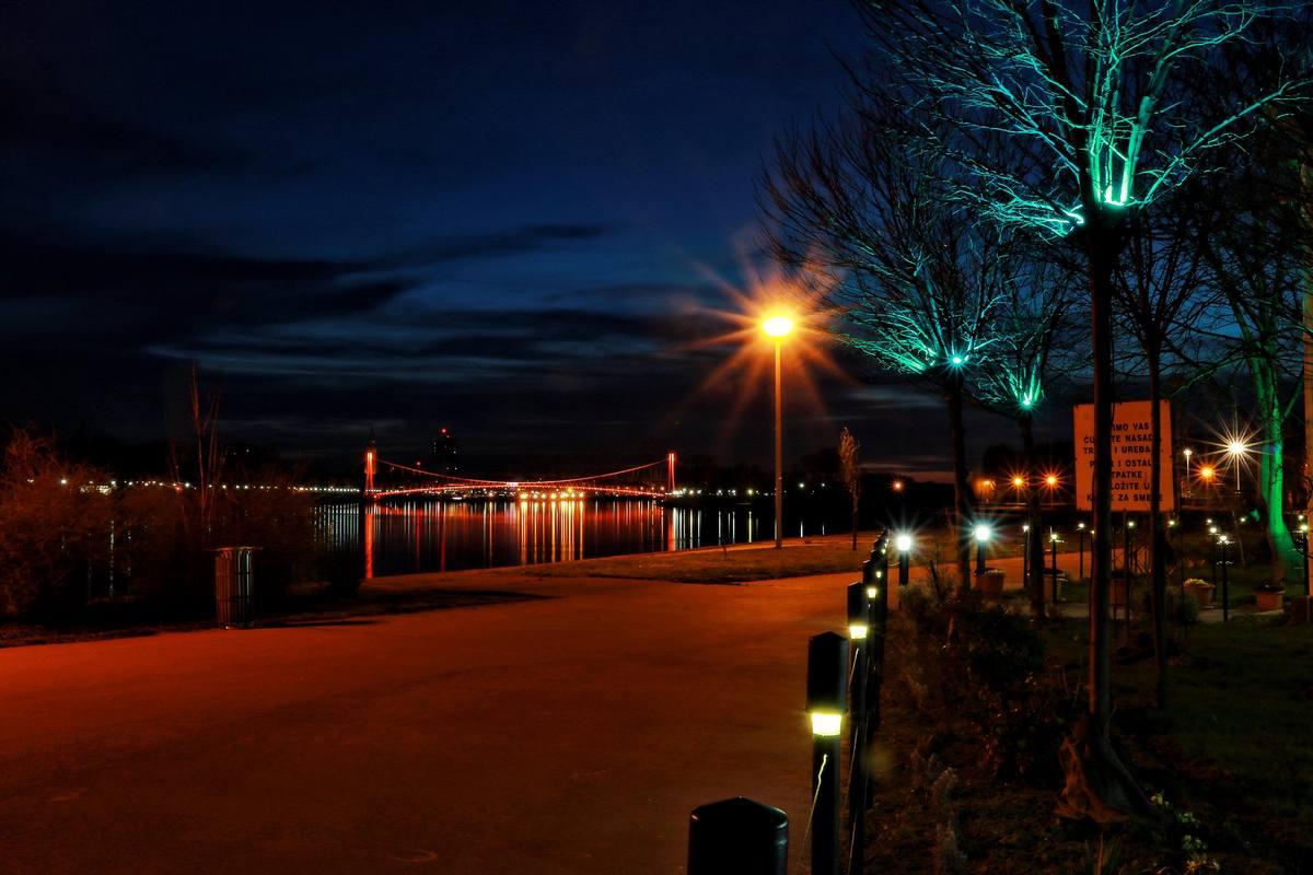Svjetla grada  Foto: Johann Maj  Ključne riječi: Svjetla Noc Ulica Grad