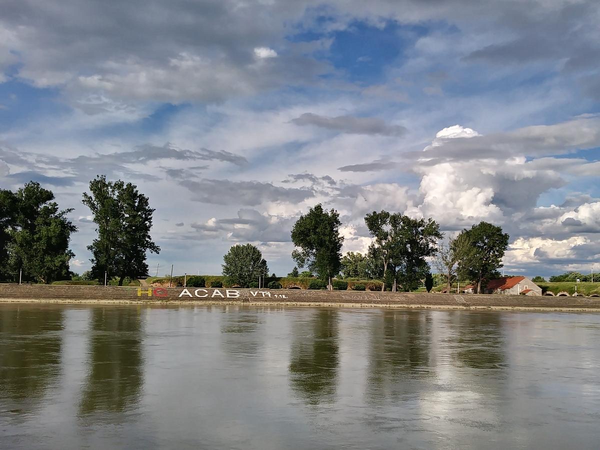 Oblaci  Foto: Debora Špoljar  Ključne riječi: Oblaci Drava Priroda