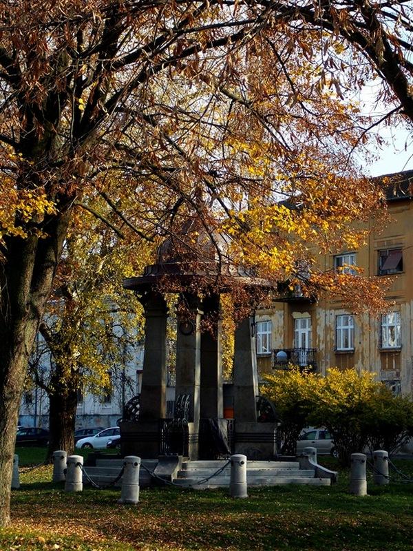 Sad će jesen  Foto: Ladislav Šimko  Ključne riječi: Zdenac Jesen Priroda