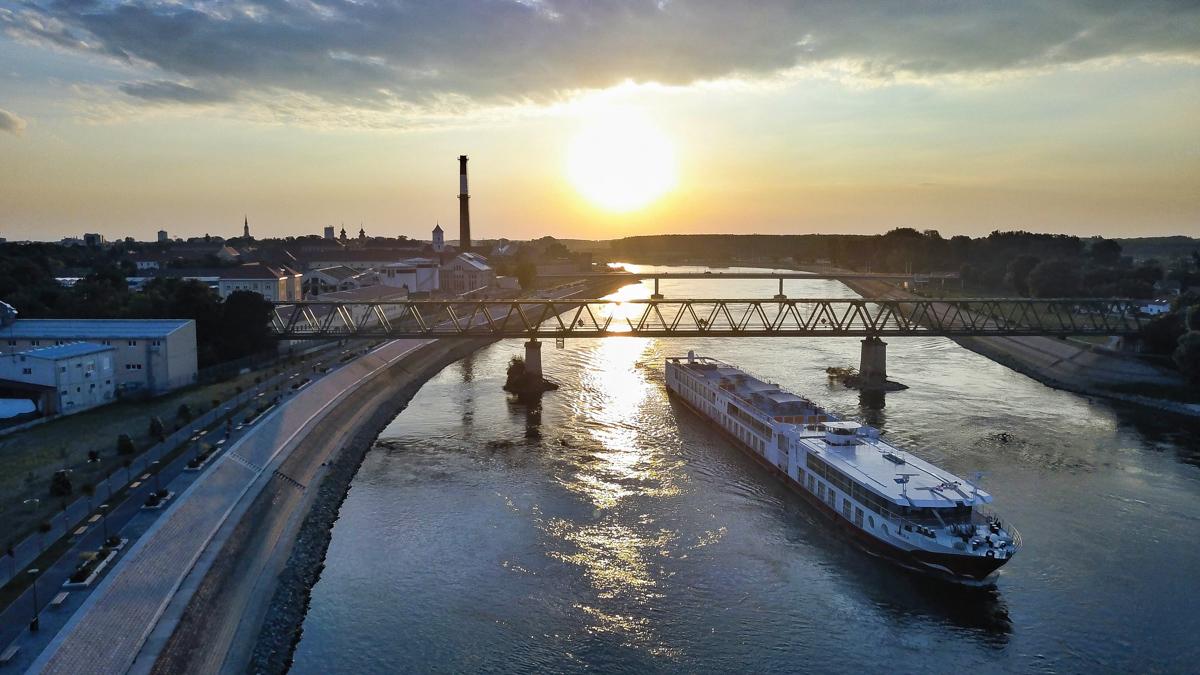 Gosti u gradu  Foto: Bruno Colić  Ključne riječi: Drava Priroda Most