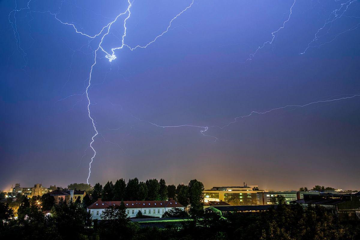 Munjevita noć  Foto: Marko Torić  Ključne riječi: Munje Noc Nevrijeme Grad Nebo