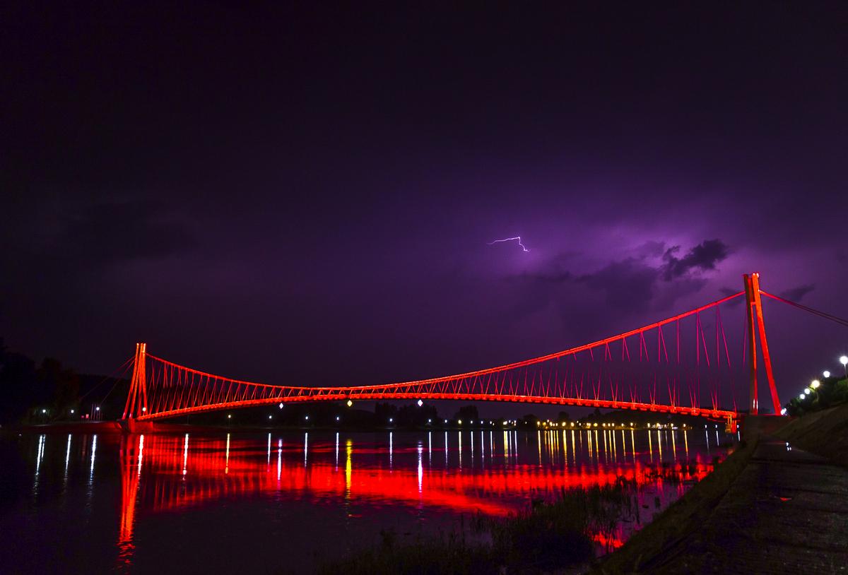 Crveni most  Foto: Josip Stević  Ključne riječi: Most Nebo Drava Priroda
