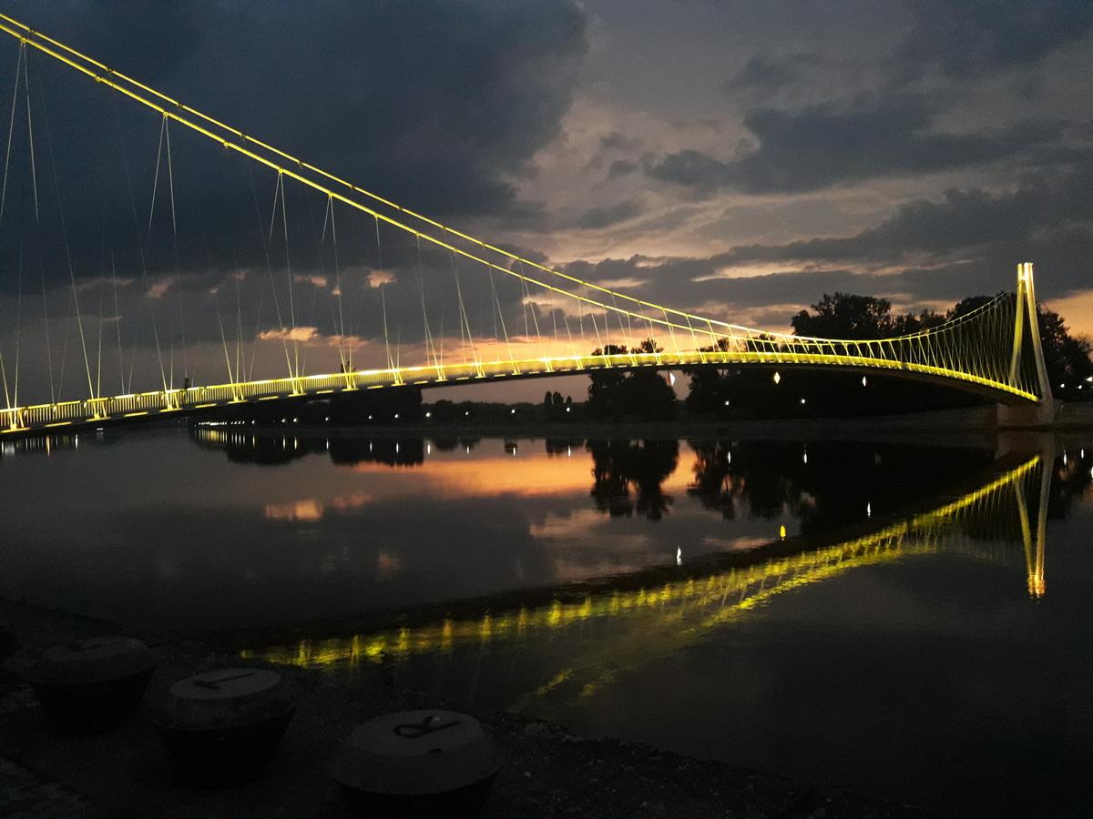 Most  Foto: Anamarija Abramović  Ključne riječi: Most Vecer Priroda Drava