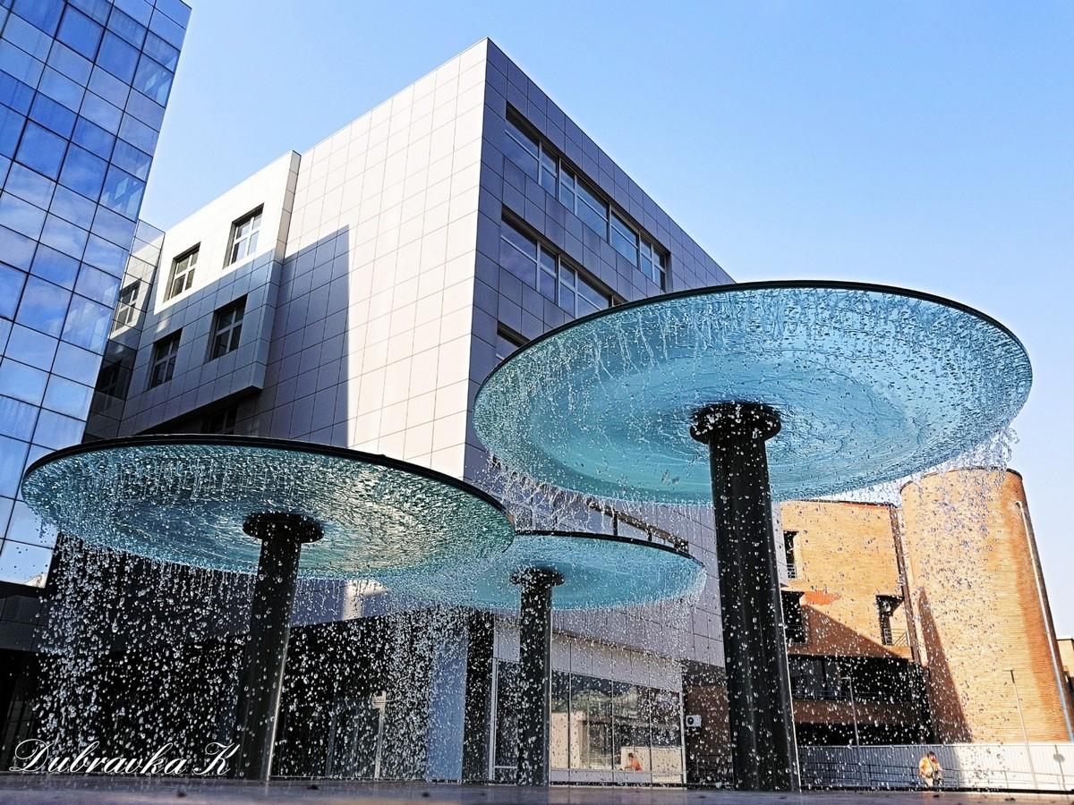 Fontana  Foto: Dubravka Krmpota  Ključne riječi: Fontana Eurodom Voda